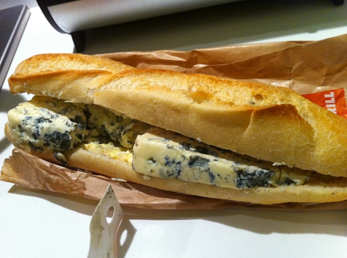 Blue cheese in baguette